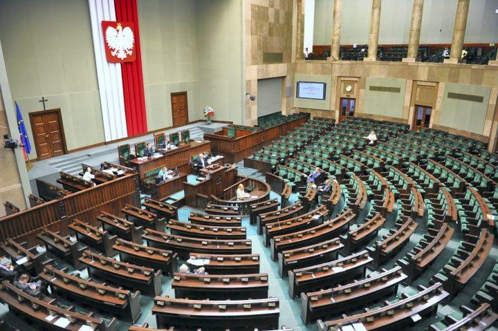 Przetasowanie. Kilkudziesięciu samorządowców wybranych do Sejmu i Senatu