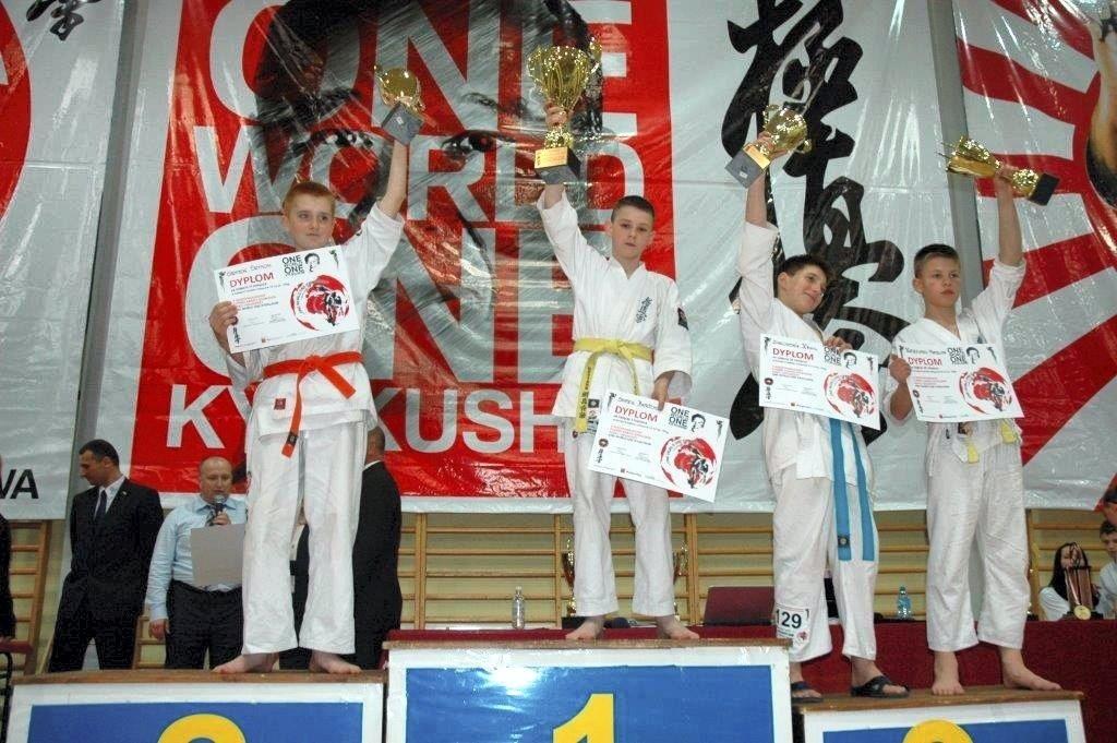 Trzy medale dla dąbrowskich karateków