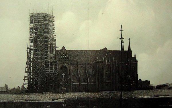 Industrialne sacrum. Tablice w dąbrowskim kościele