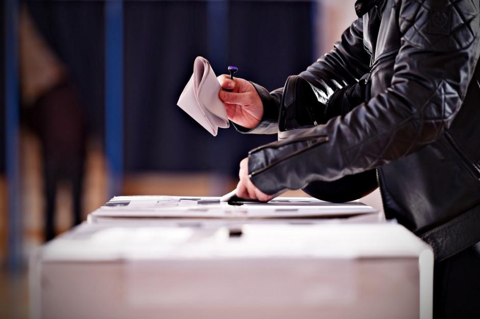 Lokal wyborczy: Tam, gdzie mieszkam czy tam, gdzie jestem zameldowany?