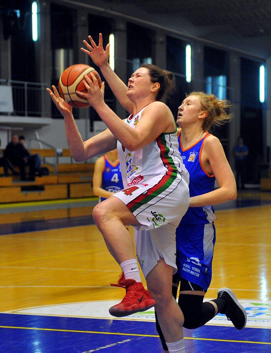 Kolejna wygrana koszykarek